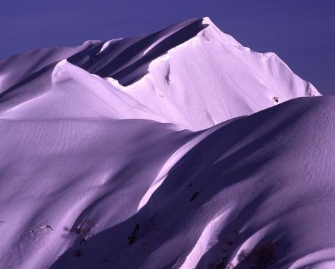 奥大日岳の巨大雪庇(富山県立山町)
